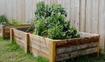 diy-how-to-build-a-raised-garden-bed-using-reclaimed-pallet-wood