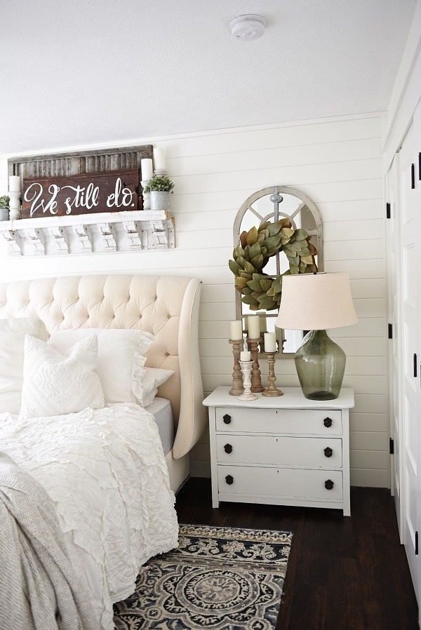 farmhouse airy bedroom