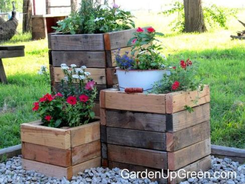 planters with reclaimed wood garden diy ideas